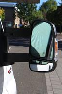 Handig voor de bestuurder: grote, ver uit de auto stekende buitenspiegels. Typisch Fiat Ducato ook, want onderin hebben ze een extra spiegel die goed zicht geeft op stoepranden én in de dode hoek