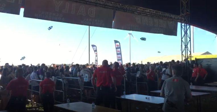 Het publiek gooide met bier...
