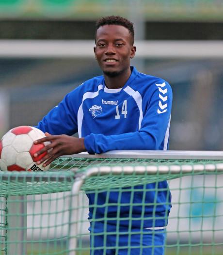Kadi Wahabi en spelers Oranje Wit bidden voor goed nieuws over Manucho Adelino