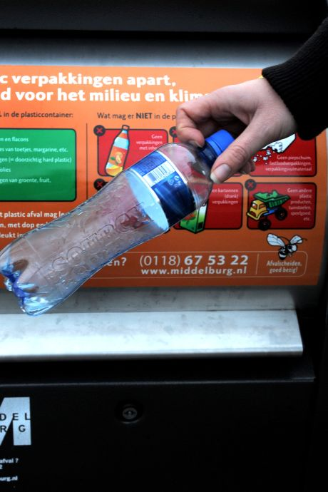Zijn de containers te klein of scheiden Middelburgers hun plastic afval te goed? 'We gaan in ieder geval de containers vaker legen'