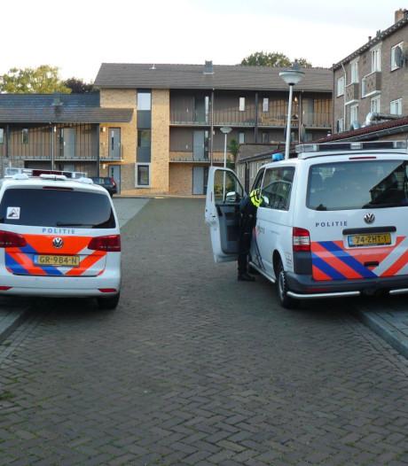 Vuurwapen aangetroffen op grasveldje in Almelo