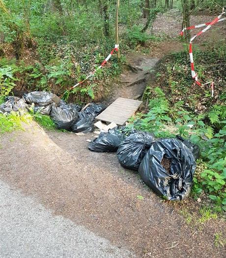 Honderd zakken wietafval gedumpt in buitengebied Enschede
