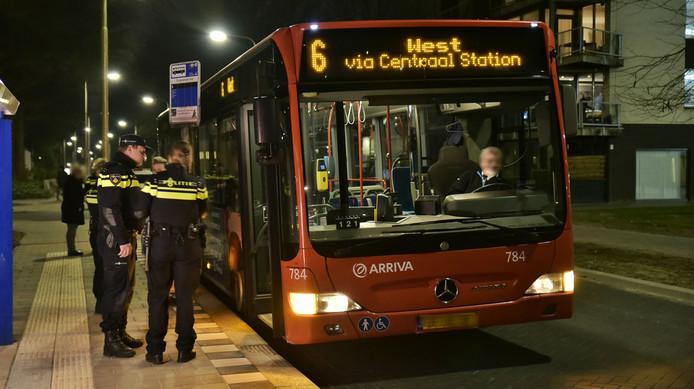 De chauffeur van buslijn 6 werd vrijdagavond overvallen toen hij op de Dirigentlaan in Tilburg Noord reed.