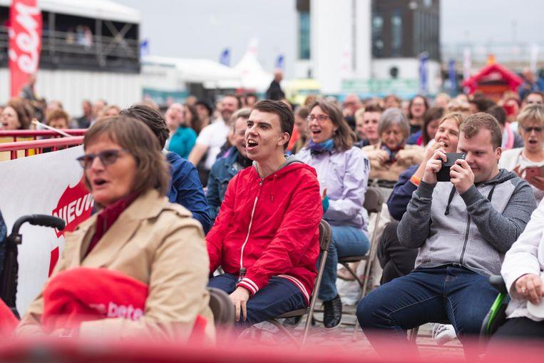 De enthousiaste fans zitten paraat.