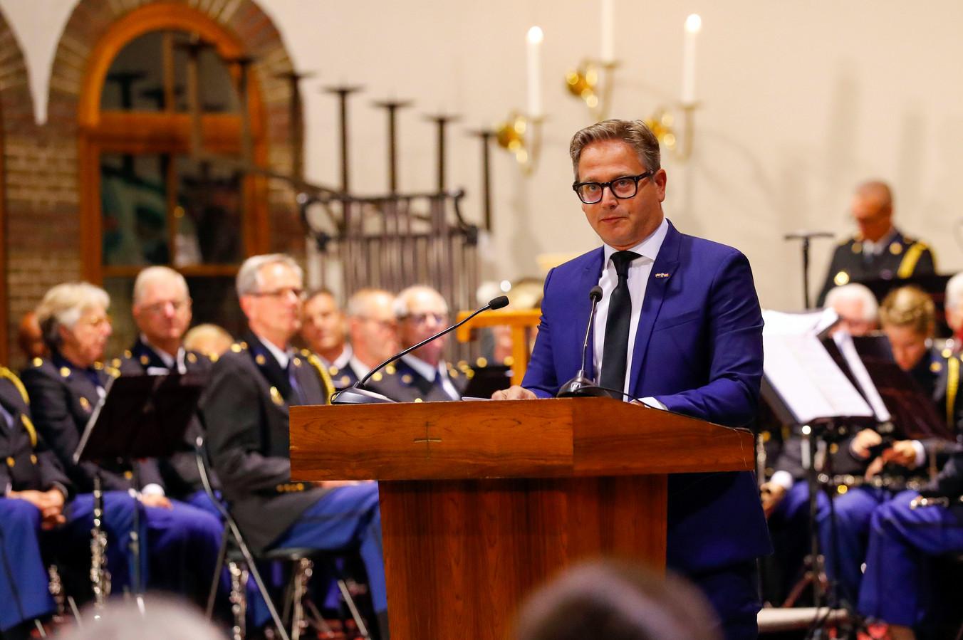 Met een indrukwekkende speech kreeg Guus Meeuwis een overvolle Willibrorduskerk in Waalre stil.