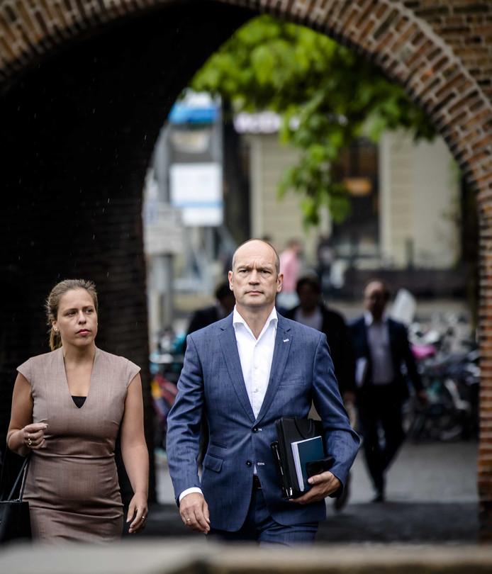 Gert-Jan Segers en mede-onderhandelaar Carola Schouten bij aankomst bij het Johan de Witthuis
