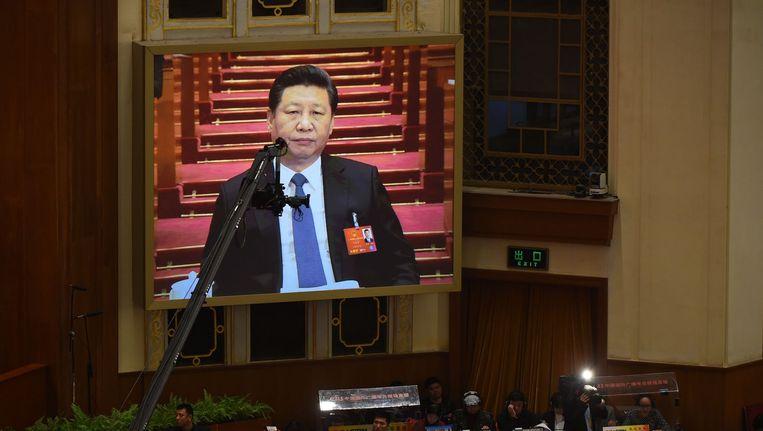 Livestream van de Chinese president Xi Jinping tijdens de opening van het Nationaal Volkscongres in Beijing. Beeld afp