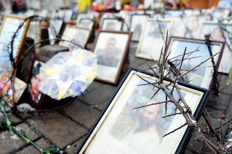 Foto's van overleden betogers op het Maidan-plein in Oekraïne. Beeld belga