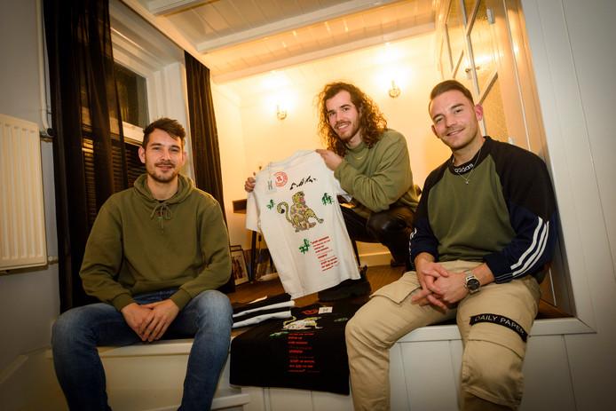 Sem Dijkema, Willem van Helvoirt en Matthijs Tersteeg (vlnr) tekenen voor een nieuw duurzaam kledingmerk van Gemertse origine:  Achilles x Tortoise