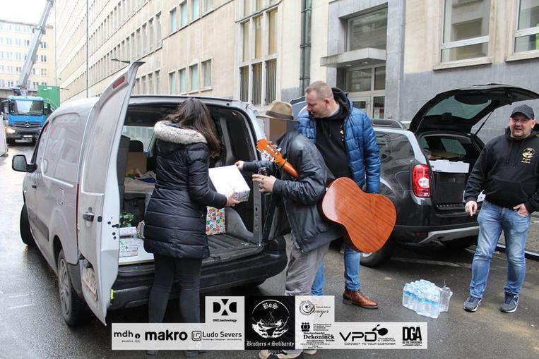 Elke week delen de Brothers of Solidarity maaltijden uit in Brussel.