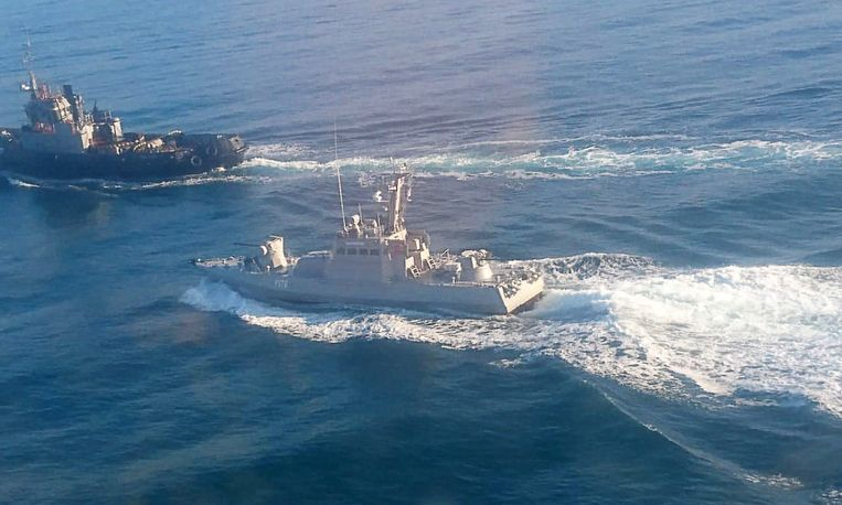 Volgens het Russische nieuwsagentschap Tass bevinden deze marineschepen zich in Russische wateren.