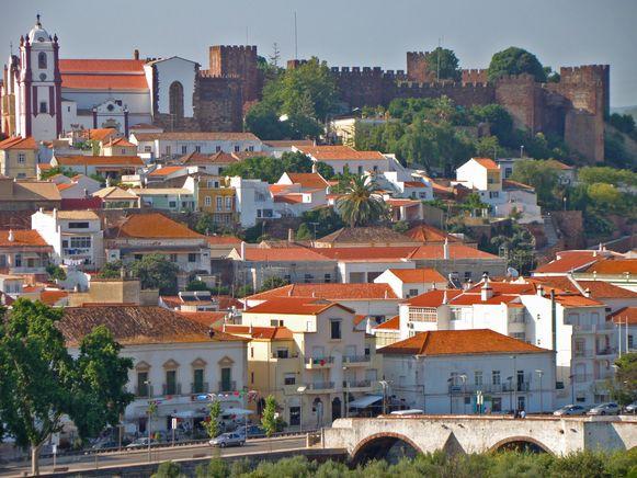 De moord gebeurde in São Bartolomeu de Messines, een klein dorp in de heuvels van de Algarve.
