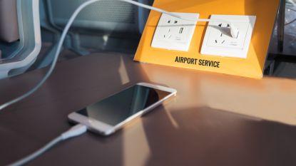 Waarom je maar beter niet je smartphone aan USB-laders op de luchthaven hangt