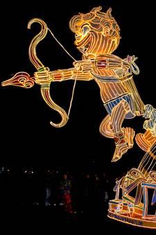 Carnavalswagens verlichten Bladel tijdens negentiende Lichtstoet