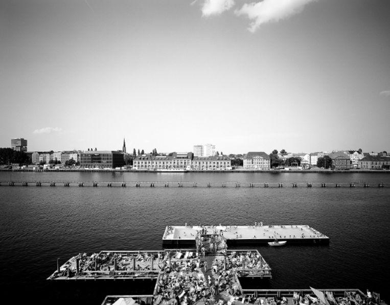 De Spree in Berlijn met zwembad. Titel: Landing Stage in the Spree - Berlin. (COPYRIGHTS ANJA DE JONG 2007) Beeld