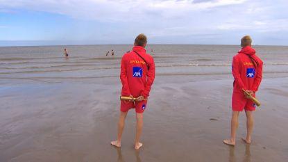 In Blankenberge is het zomerseizoen rustig gestart: redders op post en 600 windschermen garanderen strandbeleving per bubbel