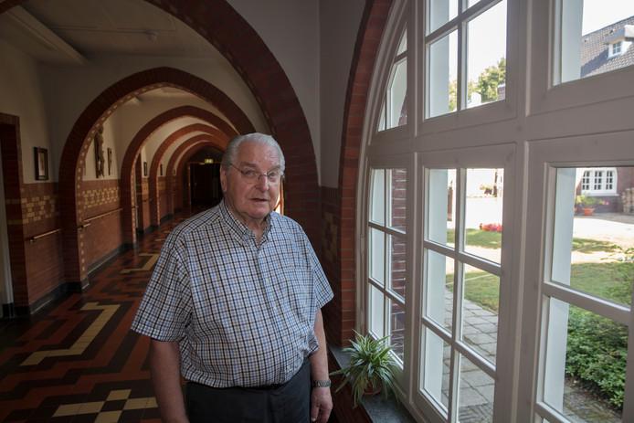 Pater Piet Schellens in klooster Asten