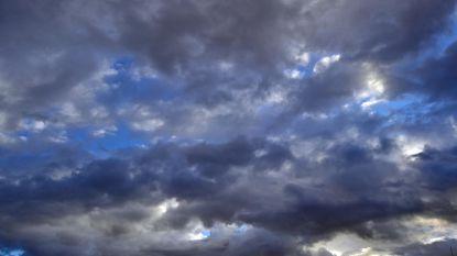 Zwaarbewolkte en regenachtige dagen in het verschiet