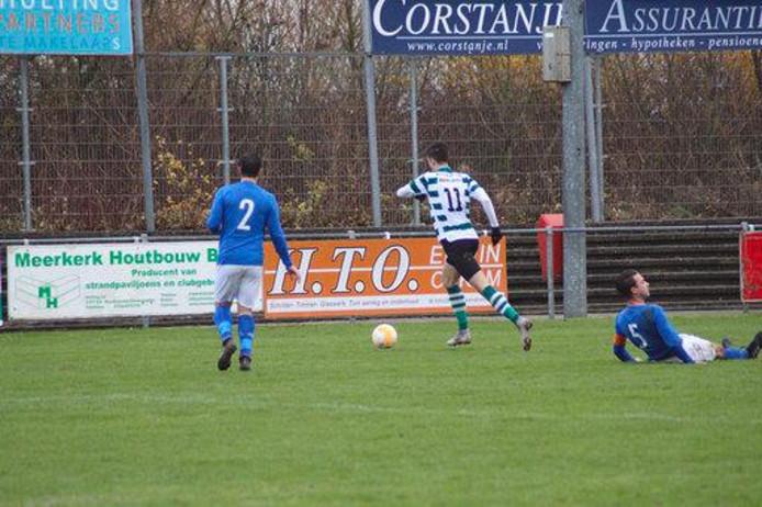Thomas de Rijke (11) maakte beide doelpunten voor Zeelandia Middelburg tegen Kruisland.