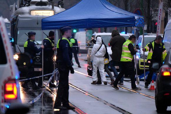 Politie ter plaatse na de schietpartij in de Brederodestraat in Antwerpen.