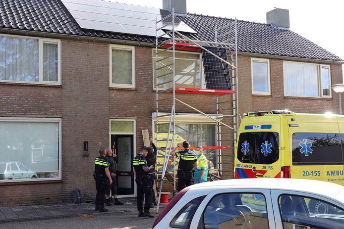 De man viel naar beneden bij de aanleg van zonnepanelen in Waalwijk.