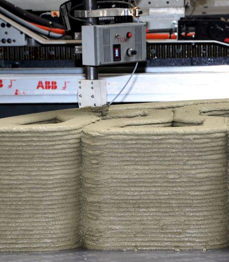 Betonnen loopbrug rolt uit de 3D-printer