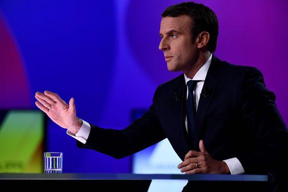 Emmanuel Macron tijdens het televisiedebat gisteren. De jongste presidentskandidaat komt uit op 39 procent.
