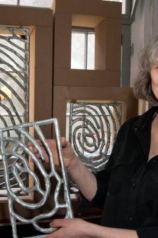 Kunstenares Loes ten Anscher (van de vingerafdrukken op het stadhuis) wint Gulden Adelaar in Deventer