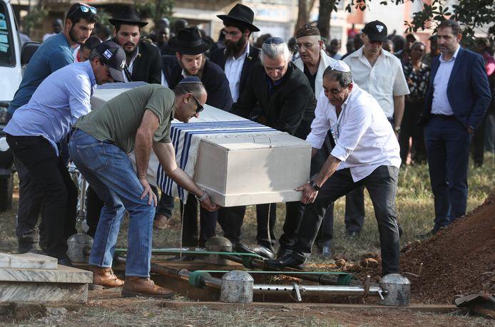 Cohen kreeg een joodse begrafenis conform zijn laatste wil.