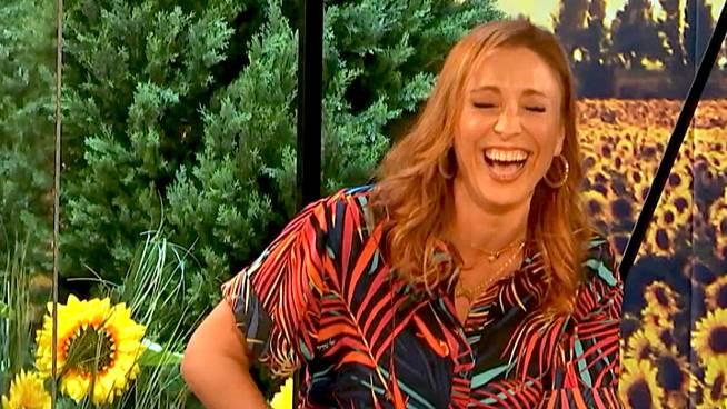 AANSTEKELIJK: Natalia krijgt de slappe lach!