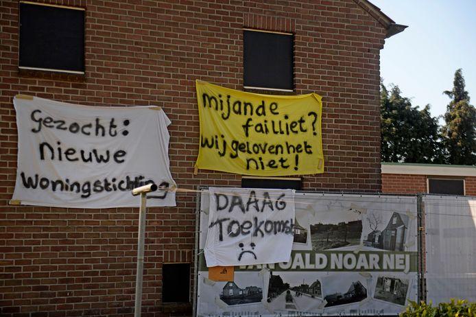 In de wijk wordt al tijden geprotesteerd tegen de renovatieplannen.