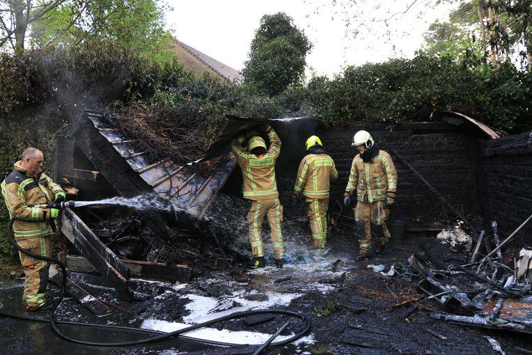 Het tuinhuis in de Beeldstraat brandde helemaal uit.