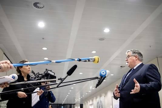 Burgemeester Hubert bruls van Nijmegen: Het is niet toegestaan om rijbewijzen thuis te laten bezorgen.