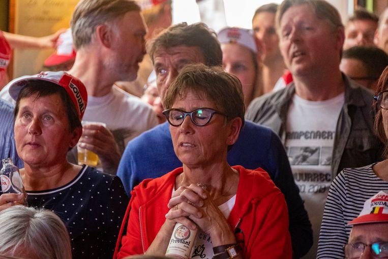 Marianne, de mama van Victor, hoopt op een goede afloop.