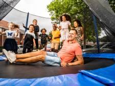 Trampoline voor kinderen in Arnhemse wijk Immerloo moet weg van gemeente: 'Ik begrijp het niet'