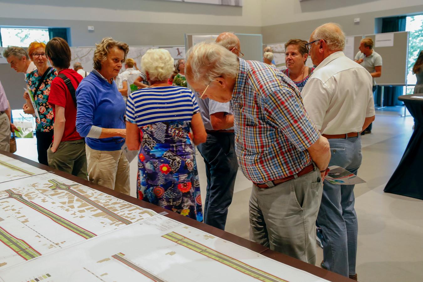 Inwoners van Waalre worden bijgepraat over plannen om sluipverkeer tegen te gaan