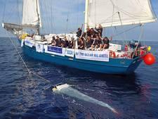 Ex-politieman Huub vist nu plastic soep uit Europese zeeën