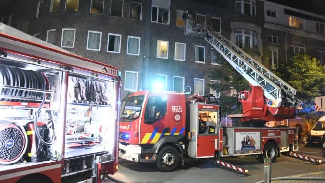 Hevige brand in rusthuis nadat bewoonster gordijnen in brand steekt met aansteker: 10 bewoners naar ziekenhuis overgebracht