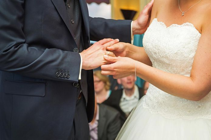 Gratis trouwen is populair in Zwolle. Om het een halt toe te roepen, wil Zwolle een inkomenstoets invoeren.