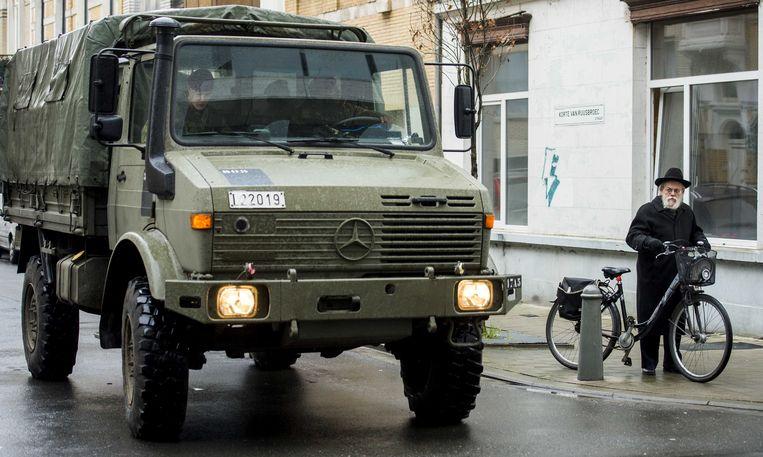 Het Forum der Joodse Organisaties (FJO) zegt dat de Antwerpse Joodse gemeenschap erg ongerust is over het mogelijk schrappen van de veiligheidsmaatregelen in hun buurt door de zwaarbewapende militairen er vanaf september terug te trekken.