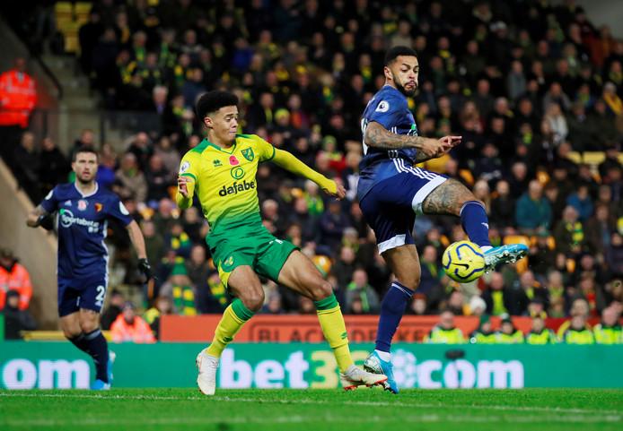 Andre Gray hakt de 0-2 binnen voor Watford.
