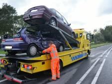 Bestuurder wordt uit auto geknipt door brandweer na botsing op de Oppen Swolle in Vollenhove