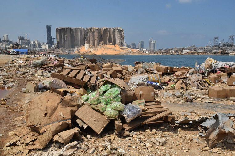 Een ravage in de haven van Beiroet. Vier dagen na de verwoestende explosie in de hoofdstad van Libanon, wordt er nog gezocht naar overlevenden.
