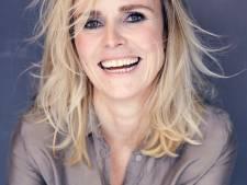 Yvanka van der Zwaan signeert in Almelo