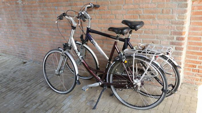 De fietsen die al langer dan een jaar aan de Gildekamp staan.
