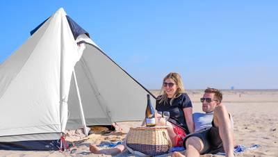 Haagse Strandkamping trapt af bij Blow Beach House in Kijkduin