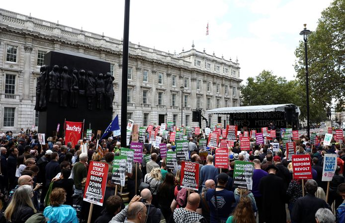 """Anti-Brexit protestors take part in the """"Stop the Coup"""" rally in Whitehall, London, Britain September 7, 2019. REUTERS/Simon Dawson"""