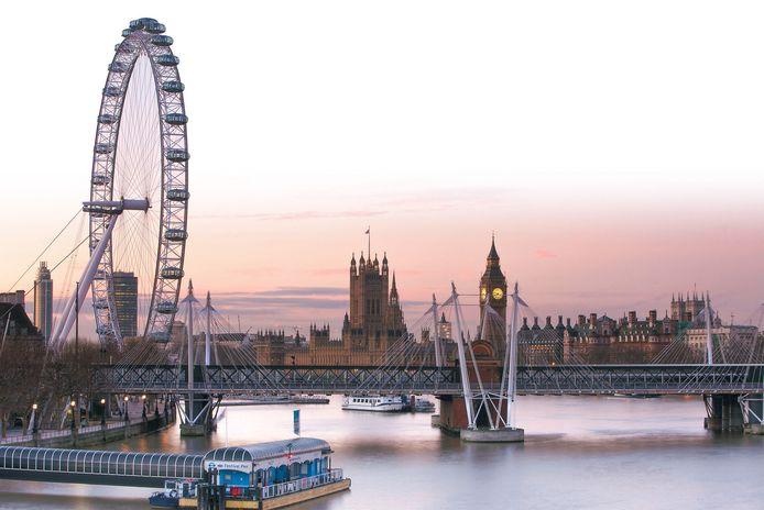 De Thames met links London Eye en in de verte Big Ben.