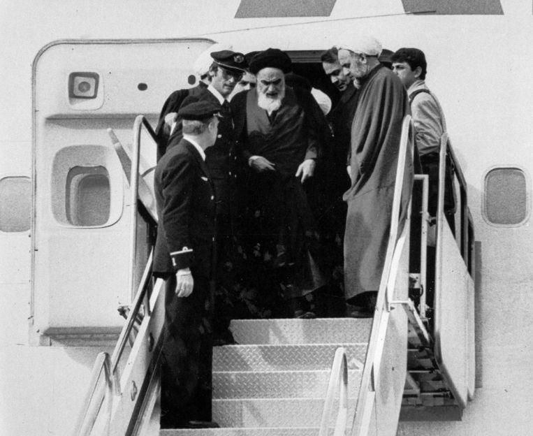 Op 1 februari arriveerde ayatollah Ruhollah Khomeini, na 15 jaar ballingschap, terug in Iran. Tien dagen later viel het regime van de sjah.
