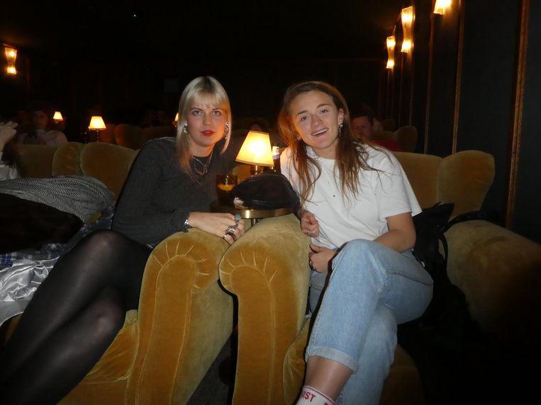 Cath Blok (The Titty Mag.) en journalist Milou Deelen, hier nog in de bioscoop van het Soho House. Beeld Hans van der Beek